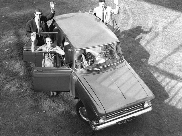 В 1964 году к власти приходит Брежнев, а на автомобильном рынке появляется новинка  «Москвич-408». Фото 1