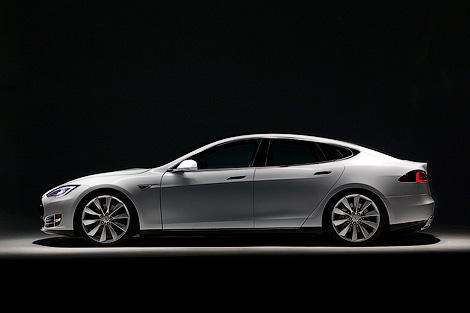 Стали известны цены и комплектации американского электромобиля. Фото 2