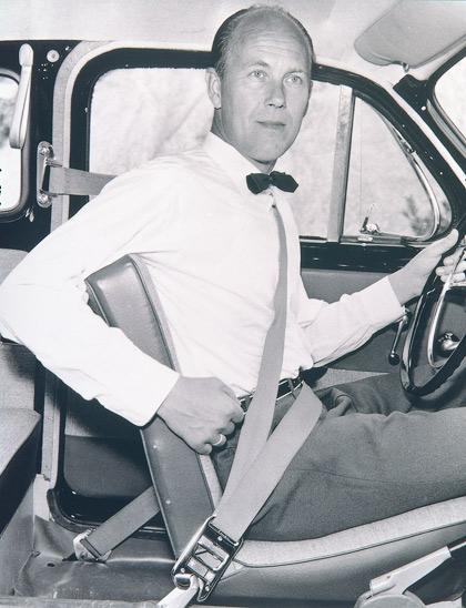 Volvo оборудует машины ремнями безопасности и испытывает первые детские кресла
