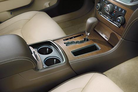 Американский производитель представил топовую модификацию седана 300. Фото 2