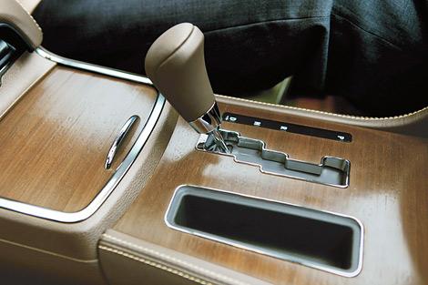 Американский производитель представил топовую модификацию седана 300. Фото 3