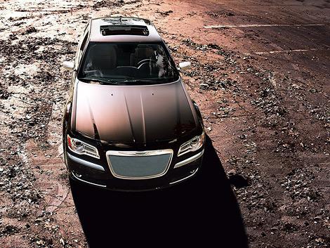 Американский производитель представил топовую модификацию седана 300. Фото 5