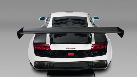 Фирма Reiter Engineering доработала аэродинамику и коробку передач суперкара. Фото 3