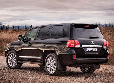 Появились фотографии европейской версии обновленного внедорожника Toyota Land Cruiser