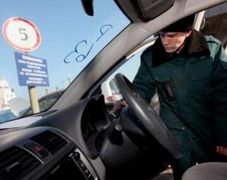 """В праздники на Дальнем Востоке задержали """"фонящие"""" автозапчасти"""
