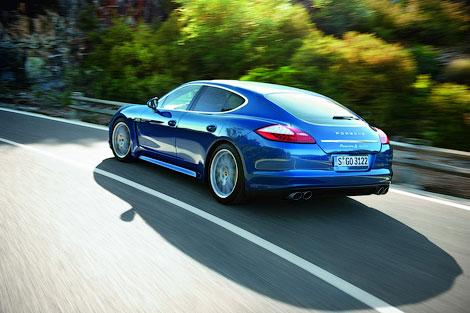 Гибридные Infiniti M35h и Porsche Panamera S посоревнуются за звание самой быстрой машины. Фото 1