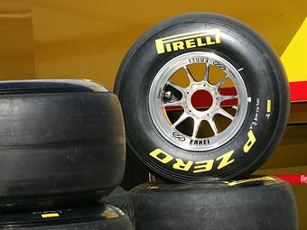 Упрямство команд Формулы-1 мешает развивать гоночную резину Pirelli