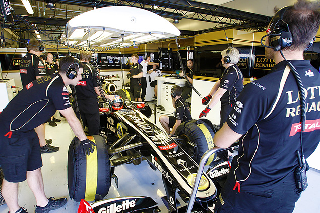 Уникальную подвеску команды Lotus признали нелегальной. Фото 2