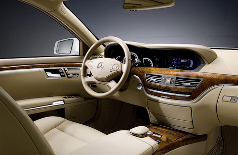 Флагманский седан появится в продаже в 2012 году. Фото 1