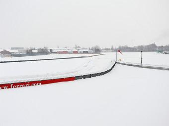 Команда Ferrari отменила презентацию из-за снегопада