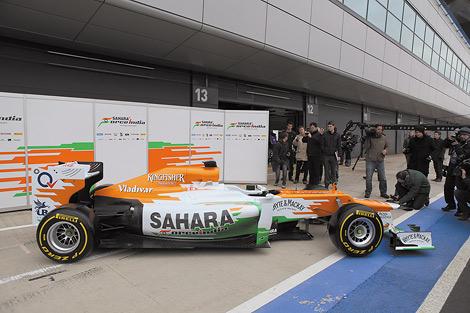Индийская команда Формулы-1 представила гоночный автомобиль для 2012 года. Фото 1