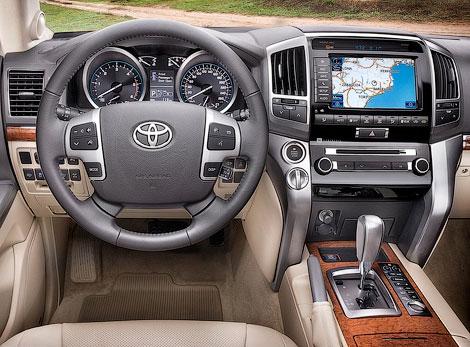 Обновленная версия внедорожника Toyota Land Cruiser 200 стоит на 130-160 тысяч рублей дороже предшественника
