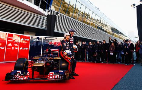 На трассе в Хересе был показан Toro Rosso STR7. Фото 2