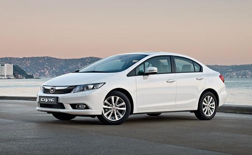 """""""Хонда"""" рассекретила внешность седана Civic"""