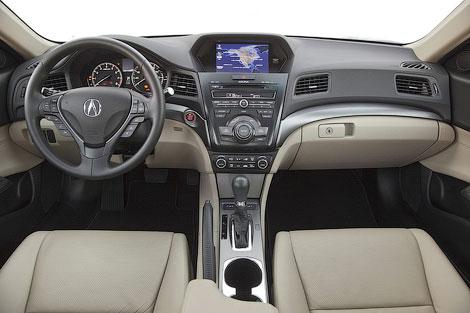 В гамму добавился компактный седан и рестайлинговый кроссовер RDX