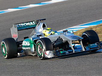 Прошлогодний болид Mercedes GP вновь превзошел новые машины