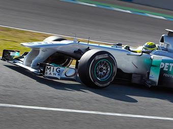 У болида Mercedes AMG появилась дырка в носу