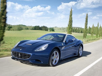 Суперкар Ferrari California стал легче, мощнее и быстрее