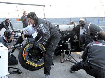 Компания Pirelli выбрала типы шин для первых трех Гран-при Формулы-1
