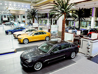 Самый большой в мире салон BMW открылся в Абу-Даби