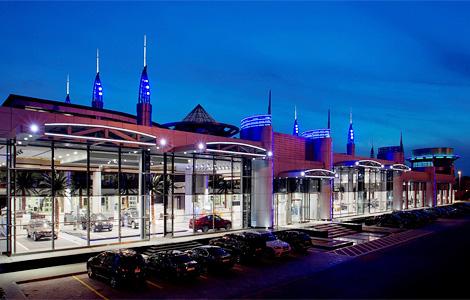 В Абу-Даби открылся совместный дилерский салон BMW, Rolls-Royce и MINI площадью 35 тысяч кв. метров