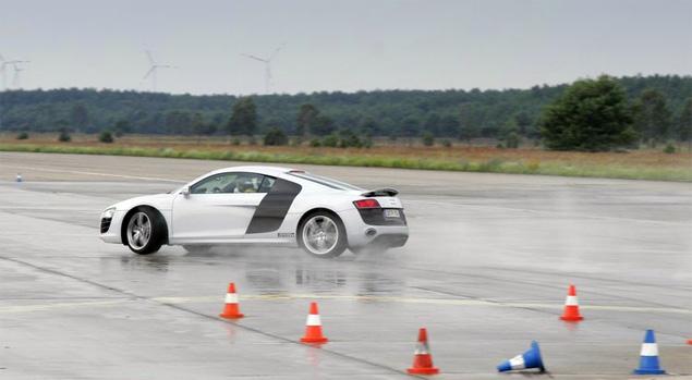 Примеряем на себя комбинезон пилота Audi R8 LMS. Фото 6