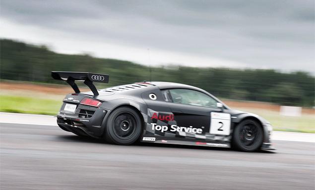 Примеряем на себя комбинезон пилота Audi R8 LMS. Фото 11