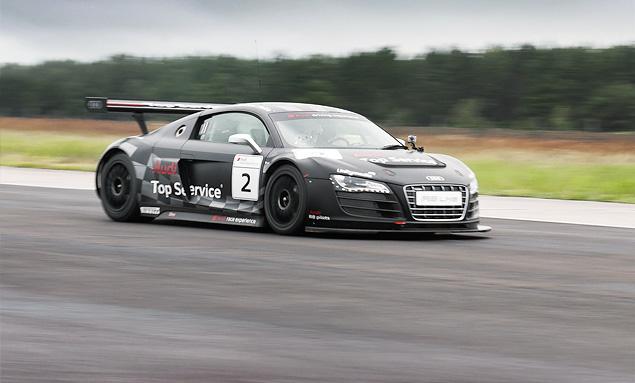 Примеряем на себя комбинезон пилота Audi R8 LMS. Фото 12