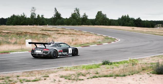 Примеряем на себя комбинезон пилота Audi R8 LMS. Фото 15