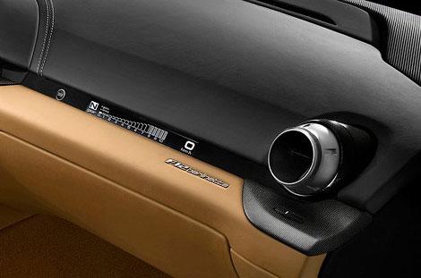 Новый флагман Ferrari получил 730-сильный 6,3-литровый мотор V12. Фото 6