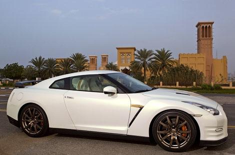 Производитель подготовил для арабских стран спецверсию суперкара GT-R. Фото 3