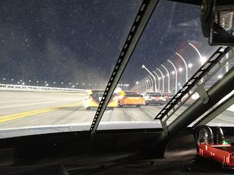 Во время гонки пилот серии NASCAR писал в твиттер из машины