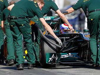 Во второй день тестов Формулы-1 Петров уступит машину Ковалайнену