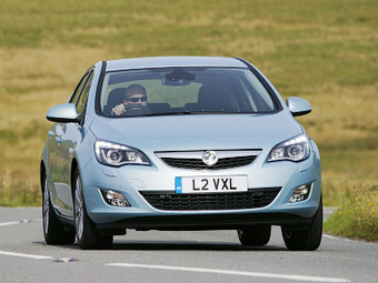 """Каждый пятый британец водит машину """"на автопилоте"""""""