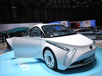 Toyota представила сверхлегкий городской гибрид