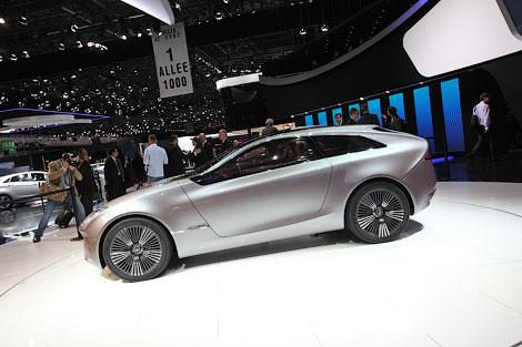 Дизайн новых Hyundai продемонстрировали на гибридном концепте i-oniq