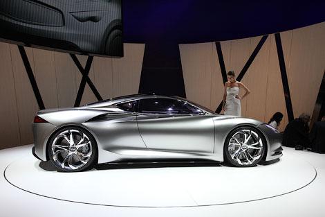 """В Женеве показали 402-сильное среднемоторное купе, разгоняющееся до """"сотни"""" за 4 секунды. Фото 2"""