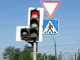 """В 2012 году """"умные"""" светофоры появятся на 20 перекрестках Москвы"""