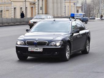 Власти предложили пересадить чиновников на российские автомобили