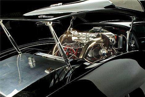 Полностью востановленное купе 1963 года оснастили твин-турбо мотором V8. Фото 2