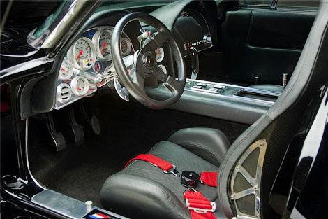 Полностью востановленное купе 1963 года оснастили твин-турбо мотором V8. Фото 3
