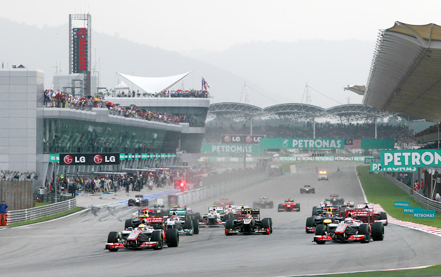 Фернандо Алонсо выиграл дождевой Гран-при Малайзии. Фото 3