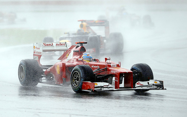 Фернандо Алонсо выиграл дождевой Гран-при Малайзии. Фото 6