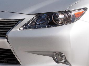 Компания Lexus показала кусочек седана ES нового поколения
