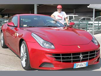 За победу в Малайзии Алонсо подарили Ferrari FF
