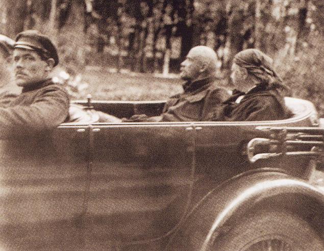 Все об автомобилях лидера Октябрьской революции. Фото 9