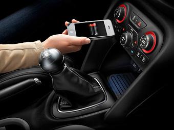 Chrysler оснастит автомобили беспроводной зарядкой для телефонов