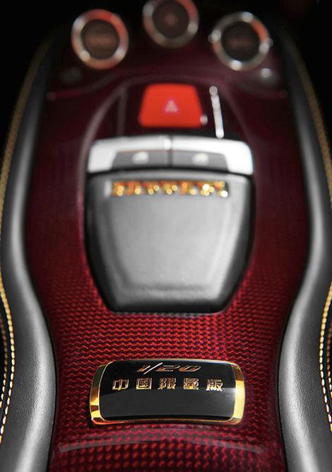 Cуперкар окрасили в эксклюзивный цвет и нанесли на крышку багажника изображение дракона. Фото 2