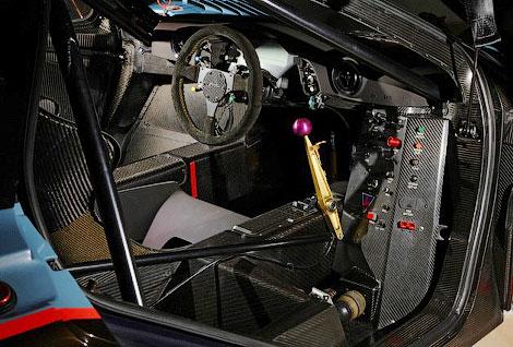 Автомобиль 15 лет назад выступал в гонках на выносливость за команду Gulf Team Davidoff. Фото 2
