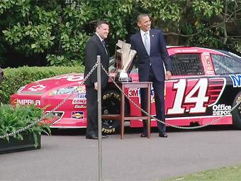 Чемпион NASCAR не пустил Обаму за руль своего автомобиля